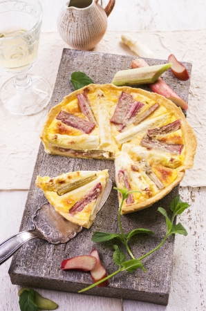 rhubarb: tarte with asparagus and rhubarb