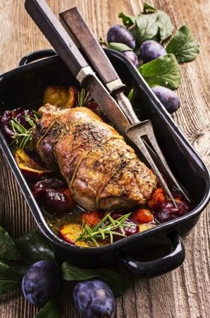 pasen schaap: lamsvlees gestoofd met pruimen
