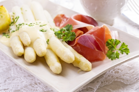 german food: white asparagus with ham