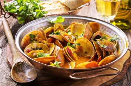 stew pan: vongole in tomato sauce Stock Photo