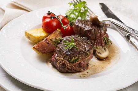 牛肉の edallions 写真素材