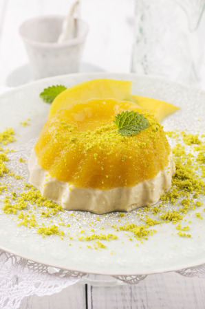 mousse: mango pudding