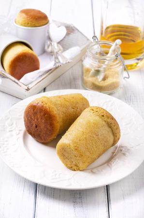 rum cake: lievito per dolci - rum Baba Archivio Fotografico