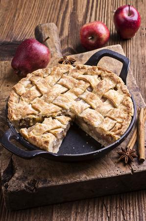 apple tart: apple pie