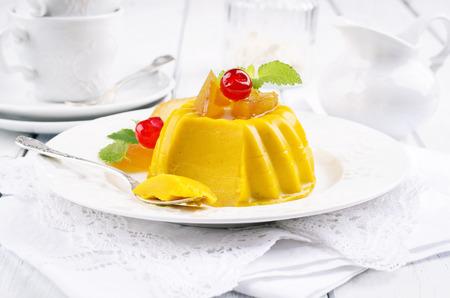GELATIN: mango pudding