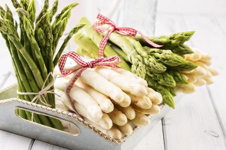 フランス産ホワイト アスパラガスとグリーン