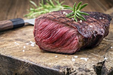 Gegrilltes Steak Standard-Bild - 30333434