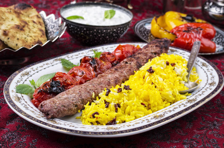 kabab koobideh with zereshk polo 免版税图像