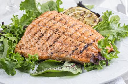 comidas saludables: salmón a la parrilla