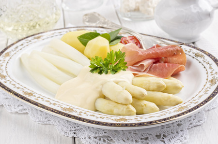 holz: white asparagus