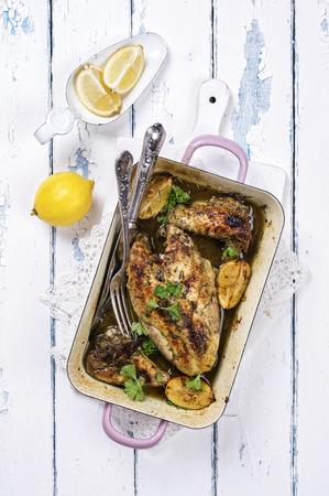 emaille: Lemon Chicken in Casserolle