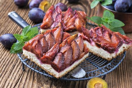 bonne: plum pie