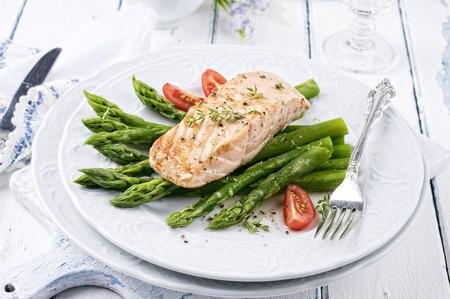 salmon fillet: asparagus with salmon fillet