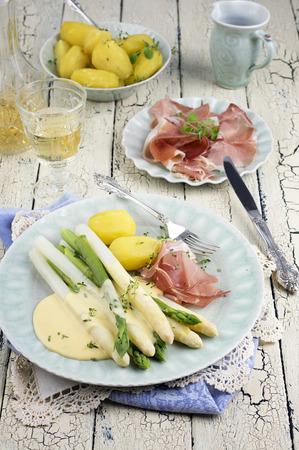 bonne: Asparagus with Ham and Potatoes