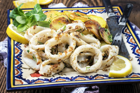 gelb: Fried Squid Rings with Potatoes