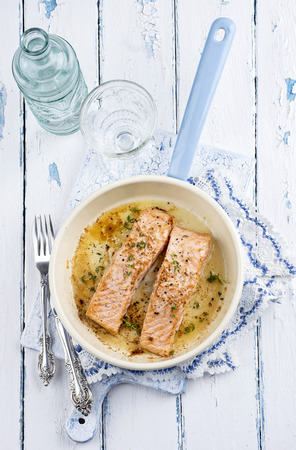emaille: salmon fillets