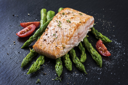 fillets: green asparagus with salmon