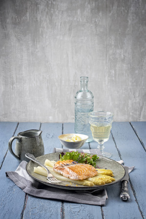 wine sauce: White Asparagus with Salmon