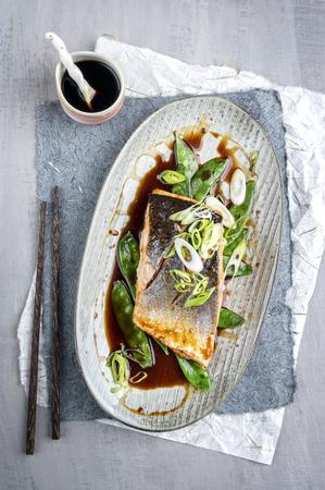 plato de pescado: Teriyaki de salmón con verduras