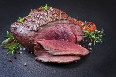 carne cruda: Haunch barbacoa en Vanison Foto de archivo