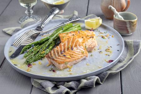 bonne: Salmon Filet with Green Asparagus