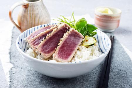 atun rojo: Tataki de atún con arroz y verduras