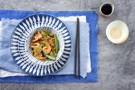 delikatesse: Kingprawn with Rice Noodles and Vegetable in Bowl