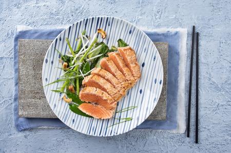 Salmon Tataki with Lettuce 스톡 콘텐츠