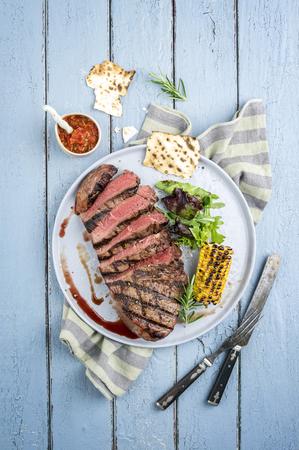 carne asada: Steak punto en la placa
