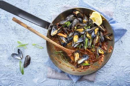 bonne: Sailors Mussel in Frying Pan