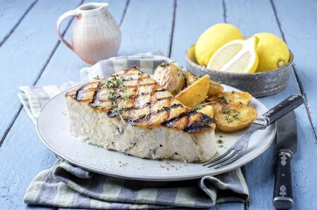 pez espada: Barbacoa pez espada Steake en la placa
