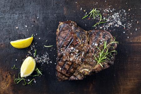 carne de res: Dry Aged Barbacoa bistec a la florentina Foto de archivo