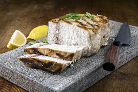 pez espada: El pez espada barbacoa en la losa