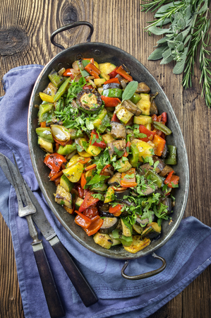 gelb: Ratatouille in Casserole Stock Photo
