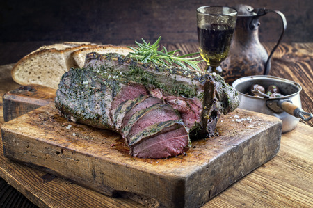 Barbecue Saddle of Venison on Cutting Board Imagens