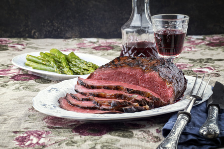 prime rib: Roast Beef with Green Asparagus on Plate