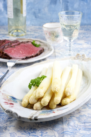 white asparagus: Roast Beef with White Asparagus