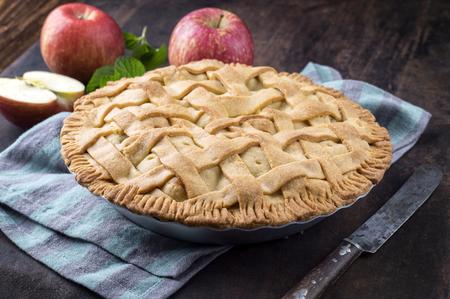 rebanada de pastel: Pastel de manzana en forma de acompañamiento