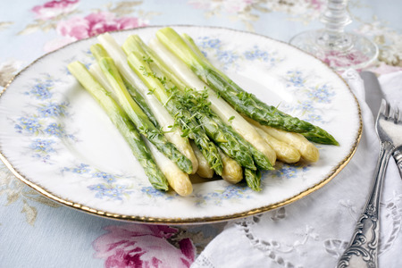 Green and White Asparagus on Plate Banco de Imagens