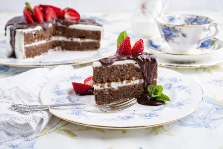 coffee and cake: Choco Nuts Cake with Strawberries