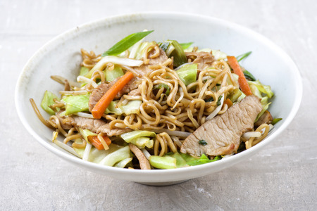 gelb: Pork Yakisoba in Bowl