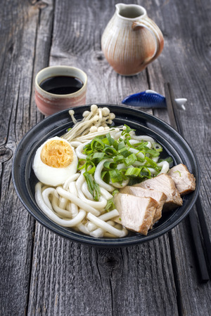 gelb: Chicken Udon Soup in Bowl