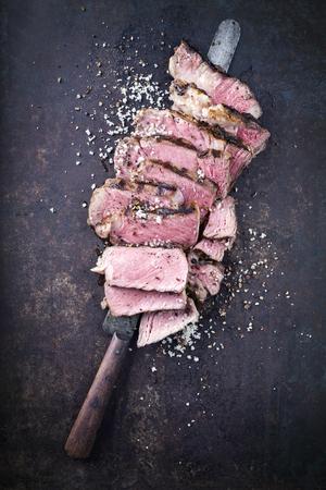 Barbecue Entrecote Strak sliced ??on old metal sheet
