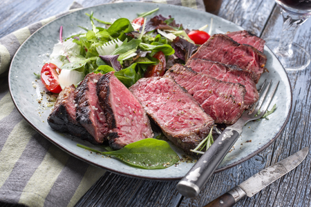 Wagyu Point Steak with Italian Salad Stockfoto