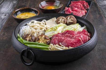 ei: Sukiyaki in traditional Cast Iron Pot Stock Photo