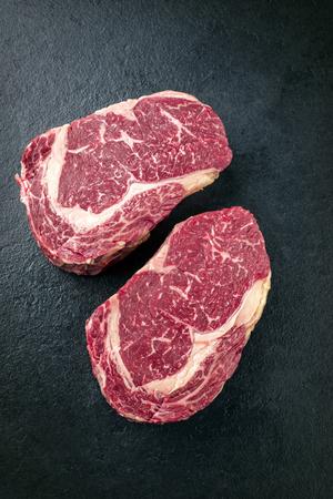 スレートにクローズ アップとして高齢者の神戸アントル ステーキを乾燥生 2