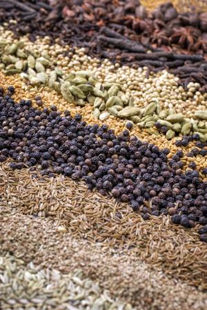 Traditionelle internationale Korn und Samen als Gewürz als Nahaufnahme Standard-Bild - 78670017
