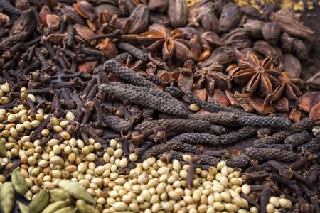 Traditionelle internationale Korn und Samen als Gewürz als Nahaufnahme Standard-Bild - 78670162