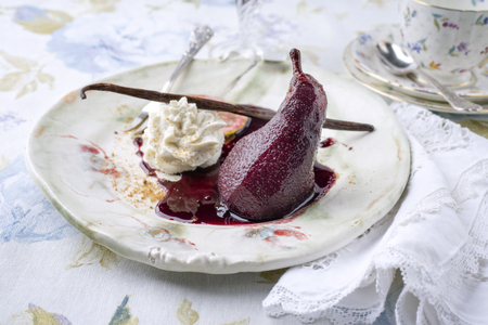Poached Pear on Plate Stok Fotoğraf - 78670235