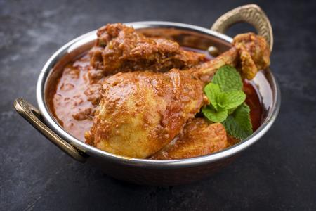 Traditionele Indische Kip Tikka Masala als close-up in een Korai Stockfoto